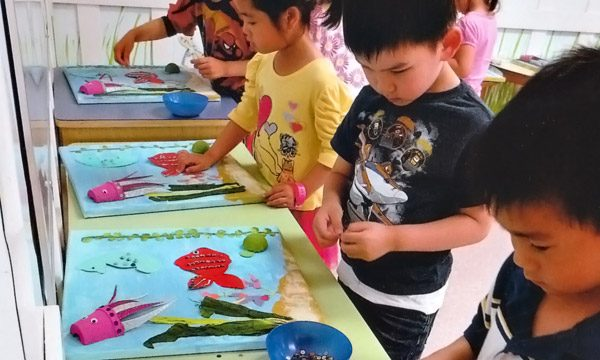 """Students making """"Under the sea"""" artwork."""